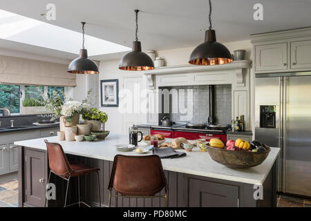 Bar Stools At Kitchen Island Breakfast Bar In Traditional