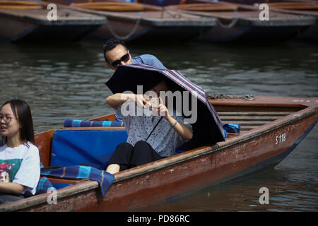 Cambridge,UK,7TH August 2018,As the hot weather continues, tourists and visitors use umbrellas to protect themselves from the strong sunshine in Cambridge. The weather is due to cool down after thunderstorms later this evening.Credit Keith Larby/Alamy Live News - Stock Photo