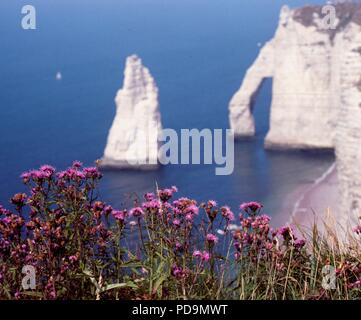The famous cliff known as Falaise d'Aval at the beach resort of Étretat, Normandy. - Stock Photo