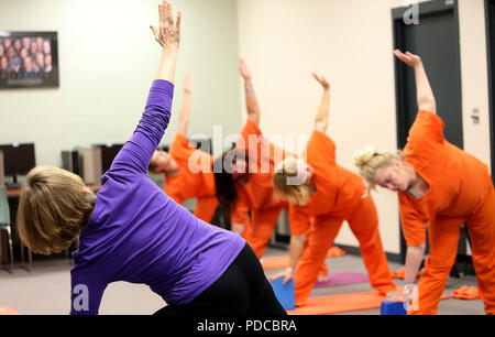 Davenport, Iowa, USA. 11th Oct, 2017. Volunteer yoga instructor Joan Marttila works with female inmates Wednesday, Oct. 11, 2017, at Scott County Jail. Credit: John Schultz/Quad-City Times/ZUMA Wire/Alamy Live News - Stock Photo