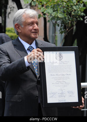 Mexico City, Mexico. 8th August, 2018. Mexican President-elect Andres Manuel Lopez Obrador shows his majority certificate as he arrives at the Electoral Court of the Federation's Judicial Power, in Mexico City, Mexico, 08 August 2018. The Court validated the Mexican election and Obrador's victory. EFE/Mario Guzman Credit: EFE News Agency/Alamy Live News - Stock Photo