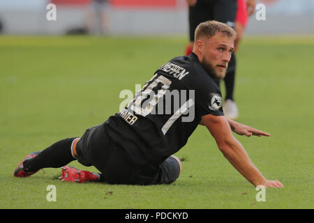 Duisburg, Germany. 08th Aug, 2018. Duisburg, Germany August 8 2018, 3rd league matchday 3, KFC Uerdingen 05 vs SV Meppen: Max Wegner (SVM) schaut. Credit: Juergen Schwarz/Alamy Live News - Stock Photo