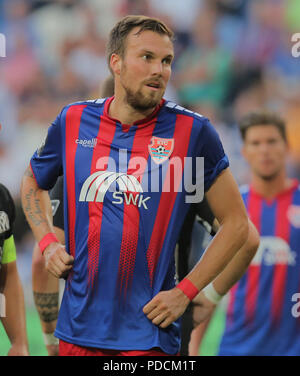 Duisburg, Germany. 08th Aug, 2018. Duisburg, Germany August 8 2018, 3rd league matchday 3, KFC Uerdingen 05 vs SV Meppen: Kevin Grosskreutz (KFC) schaut. Credit: Juergen Schwarz/Alamy Live News - Stock Photo