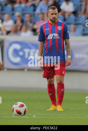 Duisburg, Germany. 08th Aug, 2018. Duisburg, Germany August 8 2018, 3rd league matchday 3, KFC Uerdingen 05 vs SV Meppen: Maximilian Beister (KFC) schaut. Credit: Juergen Schwarz/Alamy Live News - Stock Photo