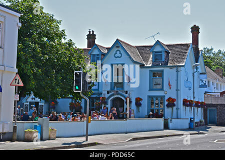 The Captains Table is a popular bar, pub and restaurant situated in the centre of the seaside town of Saundersfoot, Pembrokeshire - Stock Photo