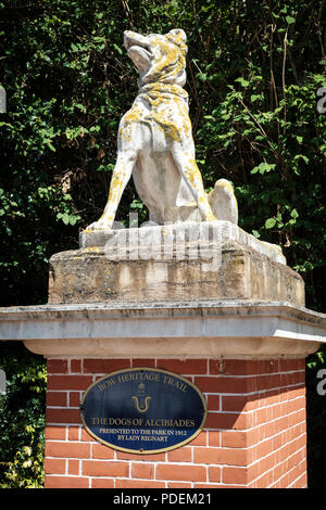 Dogs of Alcibiades statue at the entrance to Victoria Park, East London, UK - Stock Photo