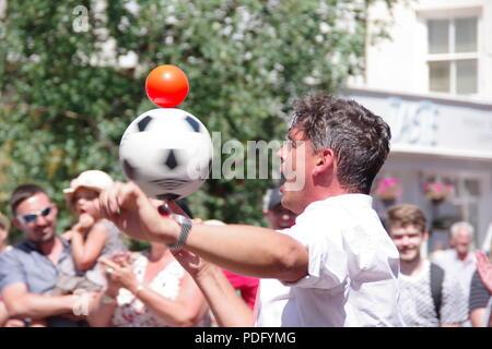 Children's Entertainer Juggles Balls at Sidmouth Folk Festival, East Devon, UK. August, 2018. - Stock Photo