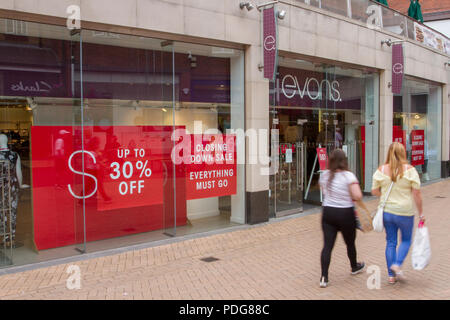Evans Discount Sale, Shop & Shoppers, Fashion Stores, Retail units To Let, Closed, Closing down, Shuttered shops, shop front, businesses in decline, with poor retail sales, with summer collection window displays in Sheffield, UK - Stock Photo