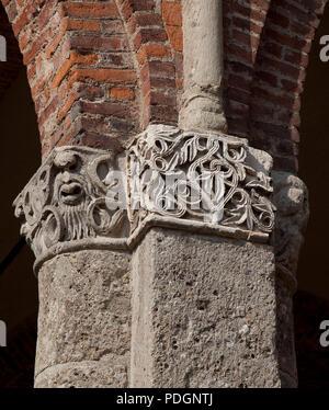 Italien Milano Mailand Kirche San Ambrogio 12 Jh  Narthex  Bündelpfeiler Kapitell - Stock Photo