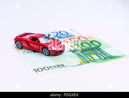 Modellauto und Euro Scheine, Studioaufnahme - Stock Photo