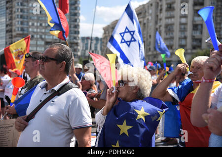 Bucharest, Romania. 10th August, 2018. Romanian expatriates protest against the government in Bucharest - 10 August 2018 Credit: Alberto Grosescu/Alamy Live News - Stock Photo