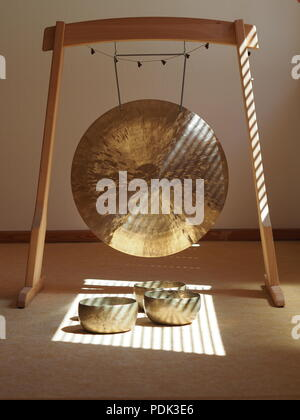 Sound healing instruments, Feng Gong and singing bowls - Stock Photo