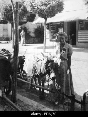 102 Coach, donkey, portrait, woman, street view, scale, barrel, chariot, shop Fortepan 14375 - Stock Photo