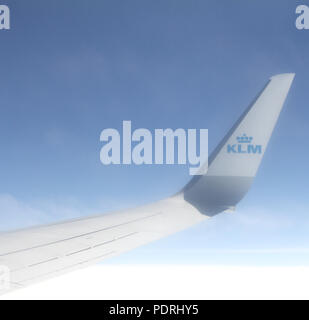 En route Amsterdam to Bristol – June 3, 2017: Close up of the wing tip of a modern klm airliner against a deep blue sky - Stock Photo