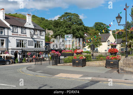 Llangollen, Denbighshire, North Wales, UK. A popular tourist attraction which stands on the River Dee. - Stock Photo