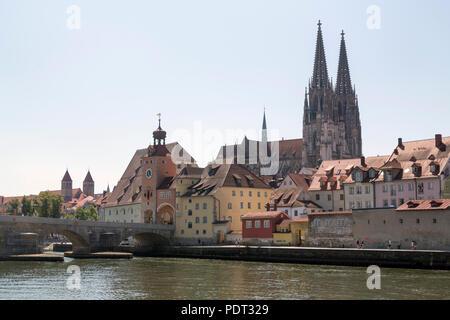 Blick über die Donau auf die Altstadt von Nordwesten - Stock Photo