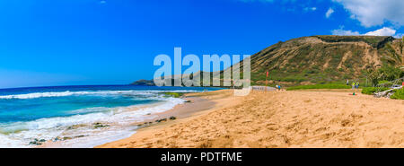 Tropical sandy beach with a volcano crater in the background in Oahu, Hawaii Stock Photo