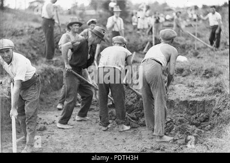168 SLNSW 51189 Gangs of men on relief work during the Depression - Stock Photo