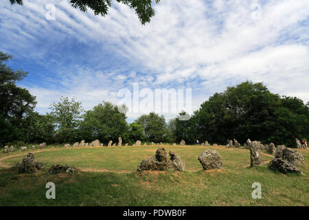 Walkers at the Kings Men Stone Circle, Rollright Stones, near Chipping Norton town, Oxfordshire, England. - Stock Photo