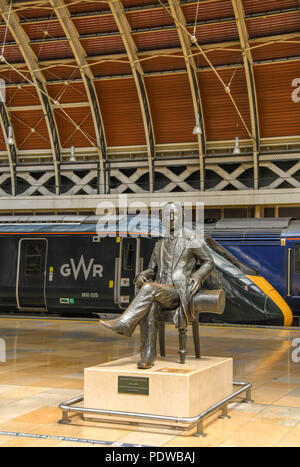 Statue of Isambard Kingdom Brunel  on London Paddington railway station with a new Great Western Railway train in the background - Stock Photo