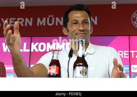 firo: 02.08.2018, Fuvuball, 1.Bundesliga, season 2018/2019, official presentation Leon Goretzka, Hasan Salihamidzic (FC Bayern) | usage worldwide - Stock Photo