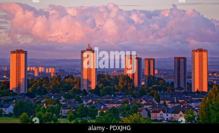 Glasgow, Scotland, UK 11th August. UK Weather: Red dawn on the towers of Southern Glasgow as the high rises in Scotstoun  west of the city reflect the shepherd's warning for the day ahead for the European championships in the city. Gerard Ferry/Alamy news - Stock Photo
