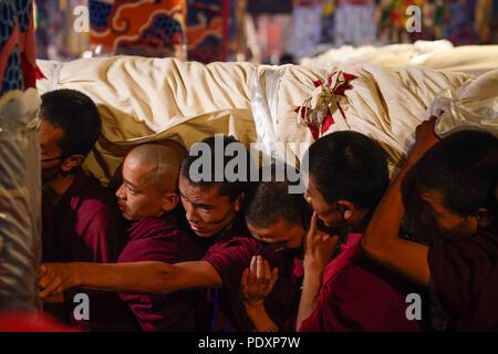 Lhasa, China, Aug  11, 2018 (Xinhua) -- People carry a huge