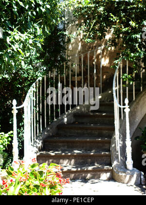 Shaded steps leading up to hidden front door of a townhouse in Cessenon-sur-Orb, France - Stock Photo