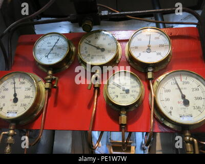 Close-up of the engine room on board the SS Shieldhall on a lunchtime cruise in Southampton Waters; the largest working steam ship in Britain. - Stock Photo