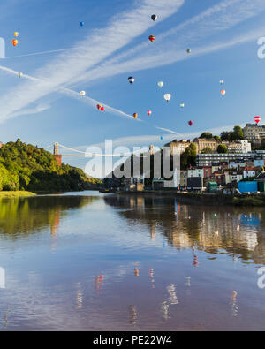Bristol, UK, 11 Aug 2018. Balloons over the Avon for Bristol Balloon Fiesta 2018. Credit: Mike South/Alamy Live News - Stock Photo