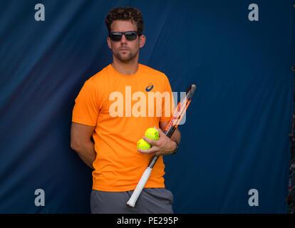Cincinnati, USA. August 11, 2018 - Wim Fissette during practice at the 2018 Western & Southern Open WTA Premier 5 tennis tournament. Cincinnati, USA, August 11, 2018 Credit: AFP7/ZUMA Wire/Alamy Live News - Stock Photo