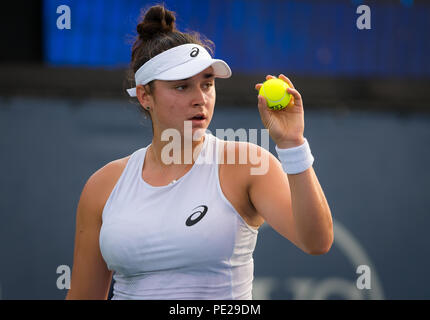 Cincinnati, USA. August 11, 2018 - Caroline Dolehide of the United States in action during qualifications at the 2018 Western & Southern Open WTA Premier 5 tennis tournament. Cincinnati, USA, August 11, 2018 Credit: AFP7/ZUMA Wire/Alamy Live News - Stock Photo