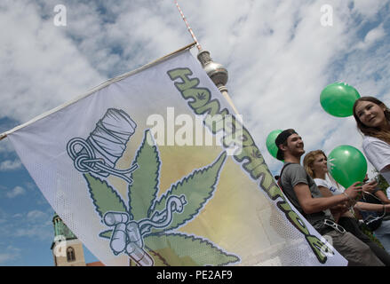 Berlin, Germany. 11th Aug, 2018. A sign at the Hemp Parade reads the event's German name 'Hanfparade'. The participants of the parade move towards the Brandenburg Gate. Credit: Paul Zinken/dpa/Alamy Live News - Stock Photo
