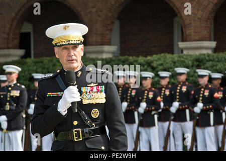U.S. Marine Gen. Joseph F. Dunford, Jr. speaks at Marine Barracks Washington, D.C., Sept. 24, 2015. Gen. Robert B. Neller took command from Dunford as the 37th Commandant of the Marine Corps. (U.S. Marine Corps photo by Sgt. Gabriela Garcia/Released) - Stock Photo