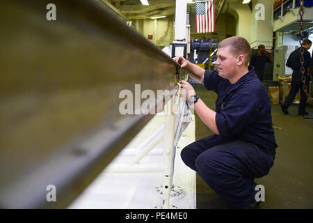 150918-N-KK394-035  ATLANTIC OCEAN (Sept. 18, 2015) - Aviation Machinist's Mate Airman Vincent Weinberg conducts a pre-operational inspection on an engine rail in the jet shop of the aircraft carrier USS Dwight D. Eisenhower. Dwight D. Eisenhower is underway conducting carrier qualifications. (U.S. Navy photo by Mass Communication Specialist Seaman Anderson W. Branch/Released) - Stock Photo