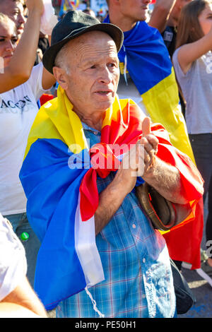 Bucharest, Romania - 10 August 2018: An old man protesting at the Diaspora protest against the way Romania is governed by Social Democrats - Stock Photo