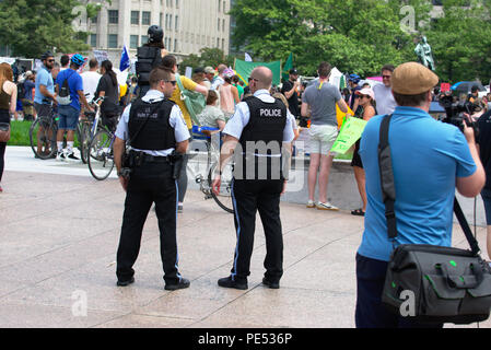 Counter protesters at Unite the Right rally - Stock Photo
