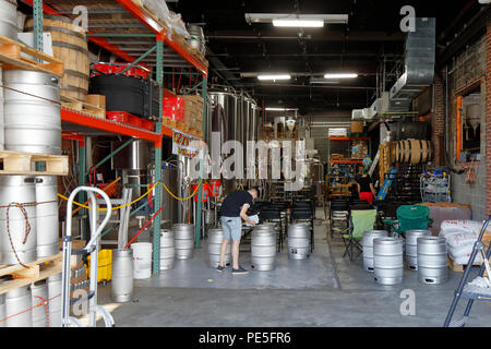 Brewery operations at Fifth Hammer Brewing Company,  10-28 46th Ave, Long Island City, NY - Stock Photo