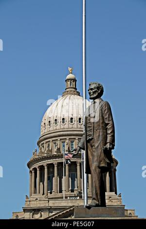 Idaho State Capitol in Boise with Lincoln statue - Stock Photo
