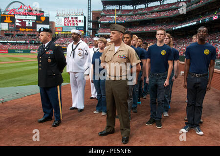 150926-N-II118-034 ST. LOUIS (Sept. 26, 2015) – Service members and Delayed Entry Program participants from St. Louis Military Entrance Processing Station (MEPS) wait to take part in a joint oath of enlistment ceremony in recognition of the St. Louis Cardinals annual Military Appreciation Day. Seventy-three MEPS applicants participated in the event. (U.S. Navy photo by Mass Communication Specialist 1st Class Latrice Jackson/Released) - Stock Photo