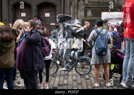 Edinburgh, Scotland UK. 13th August 2018. A motionless busker entertains tourists on the Royal Mile in the Old Town of Edinburgh. Ben Collins/Alamy Live News - Stock Photo
