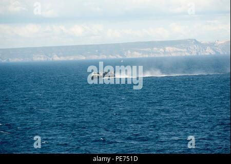 151020-N-GG458-251 ATLANTIC OCEAN (Oct. 20, 2015) A landing craft air cushion makes its way towards the amphibious transport dock ship USS Arlington (LPD 24) during Trident Juncture 2015. Trident Juncture is a NATO-led exercise designed to certify NATO response forces and develop interoperability among participating NATO and partner nations. Arlington, part of the Kearsarge Amphibious Ready Group, is conducting naval operations in the U.S. 6th Fleet area of operations in support of U.S. national security interests in Europe.  (U.S. Navy photo by Mass Communication Specialist 2nd Class Stevie T - Stock Photo