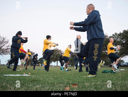 HAMPTON, Va. (Oct. 19, 2015) Senior Chief Information Systems Technician Matthew Geurts attached to Pre-commissioning Unit Gerald R. Ford (CVN 78) facilitates a dynamic warm-up session prior to the semiannual physical readiness test (PRT) at Fort Monroe. The PRT provides the commanding officer with the means of assessing general fitness of Sailors at their command by evaluating cardio-respiratory endurance and muscular strength. (U.S. Navy photo by Mass Communication Specialist 1st Class Joshua J. Wahl) - Stock Photo