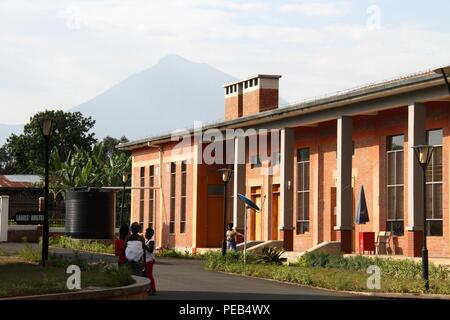 Musanze, Rwanda. 13th Aug, 2018. Photo taken on Aug. 8, 2018 shows a view of Integrated Polytechnic Regional College Musanze in Musanze district, northern Rwanda. As the largest polytechnic in northern Rwanda, the college, constructed by Chinese enterprise China Geo-Engineering Corporation using funds from the Chinese government, is playing an important role in training technical persons in Rwanda. Credit: Lyu Tianran/Xinhua/Alamy Live News - Stock Photo