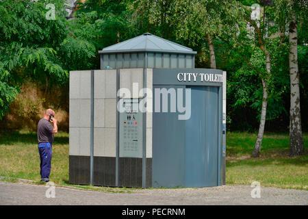 City-Toilette, Rathaus, Hanna-Renate-Laurien-Platz, Leonorenstrasse, Lankwitz, Steglitz-Zehlendorf, Berlin, Deutschland - Stock Photo