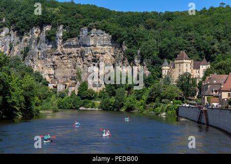 The village of La Roque-Gageac, Chateau de la Malartrie and the Dordogne River. - Stock Photo