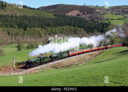 7822 & 3802 Garthydwr on the llangollen railway8.4.11 - Stock Photo