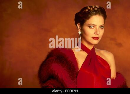 Original Film Title: OSCAR.  English Title: OSCAR.  Film Director: JOHN LANDIS.  Year: 1991.  Stars: ORNELLA MUTI. Credit: TOUCHSTONE PICTURES / Album - Stock Photo