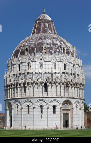 On the 'Field of Miracles' at Pisa (Tuscany - Italy), the Baptistry Northern side (under renovation at the time of the shot).  Sur la place des Miracl - Stock Photo
