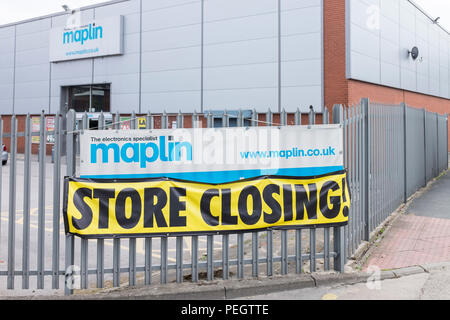 Maplin electrical store closing down, another hight street store goes into receivership, state of the economy. - Stock Photo